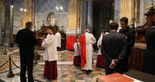 Papa Francesco e chierichetti